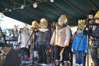 Dziecięcy świąteczny koncert na rynku. ARCH